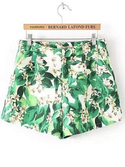 Зелёные шорты с листьями