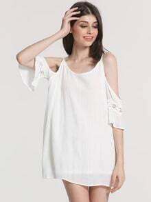 Robe blanche une epaule
