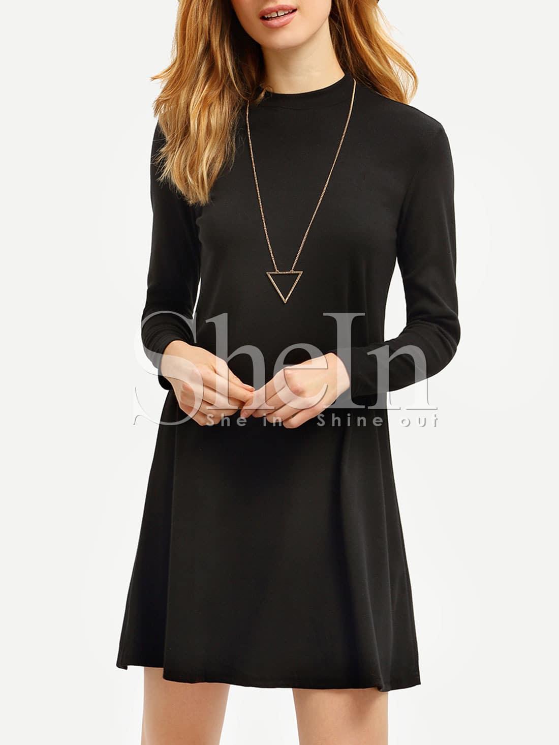 schwarze lange hülse beiläufiges t-shirt-kleid