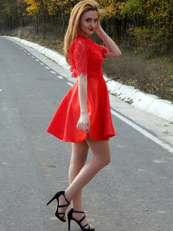 Robe rouge mi longue dentelle