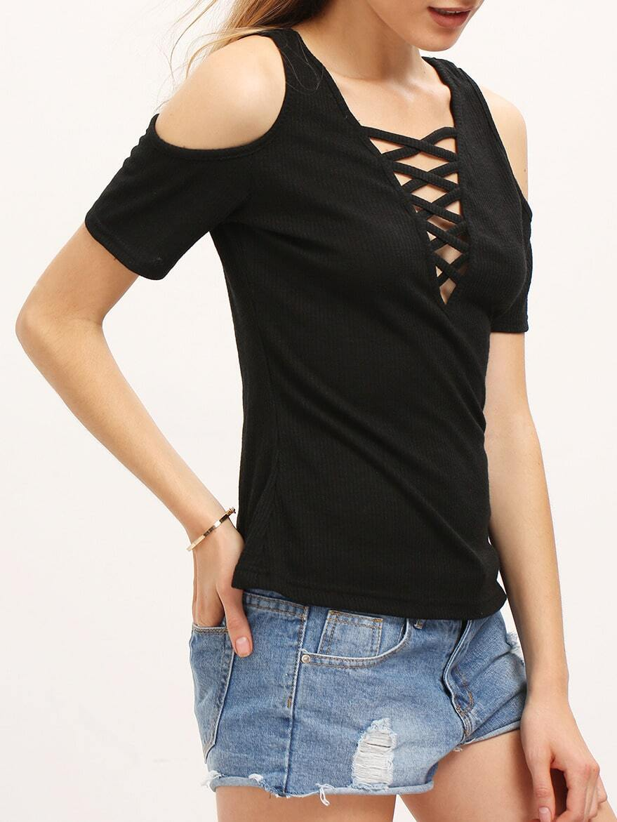 Pair the Lulus Bostwick Black Off-the-Shoulder Tee with your fave cutoffs for the perfect warm-weather look! Soft knit shapes an off-the-shoulder V-neckline, and short sleeves. Fitted bodice/5(15).