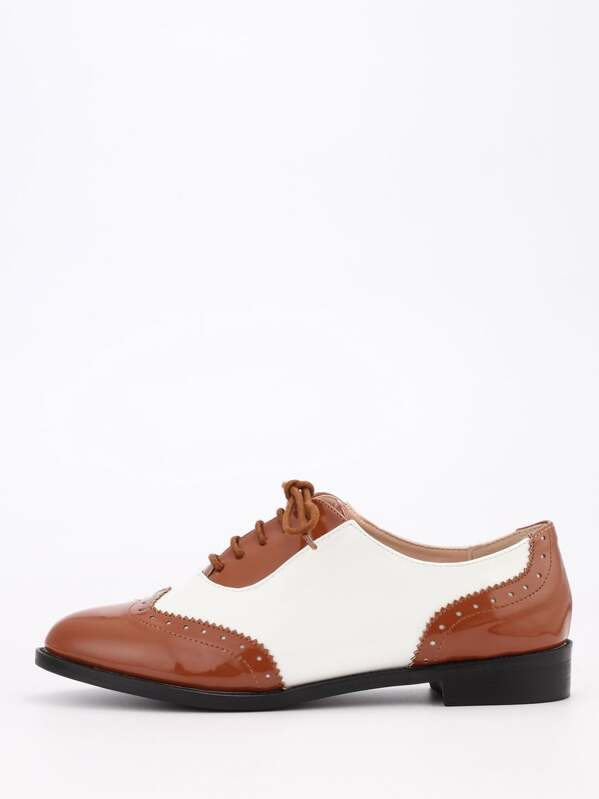 8bb6066627 Brown & White Full Brogue Lace-Up Oxford Flats | SHEIN IN