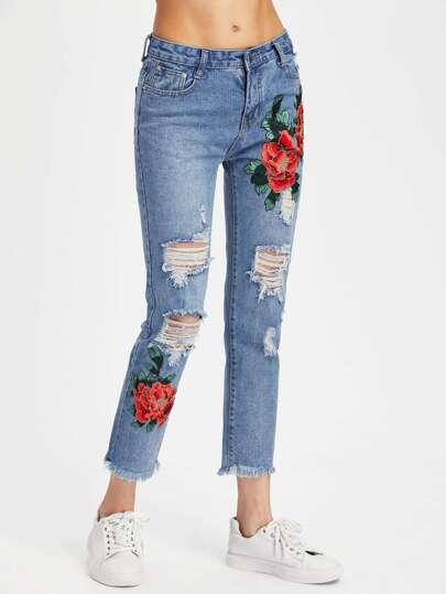 Jeans mit Stickereien, Applikation, Rissen und ausgefranstem Saum