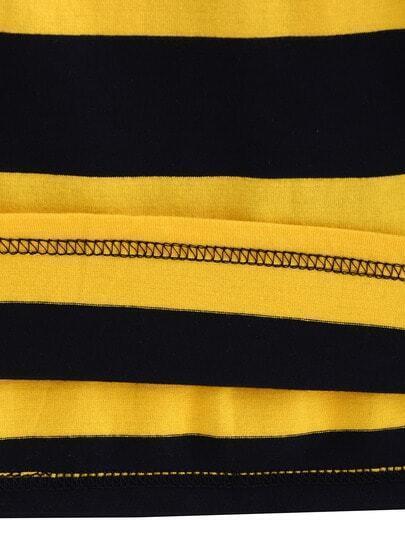 Camiseta a rayas negra amarilla