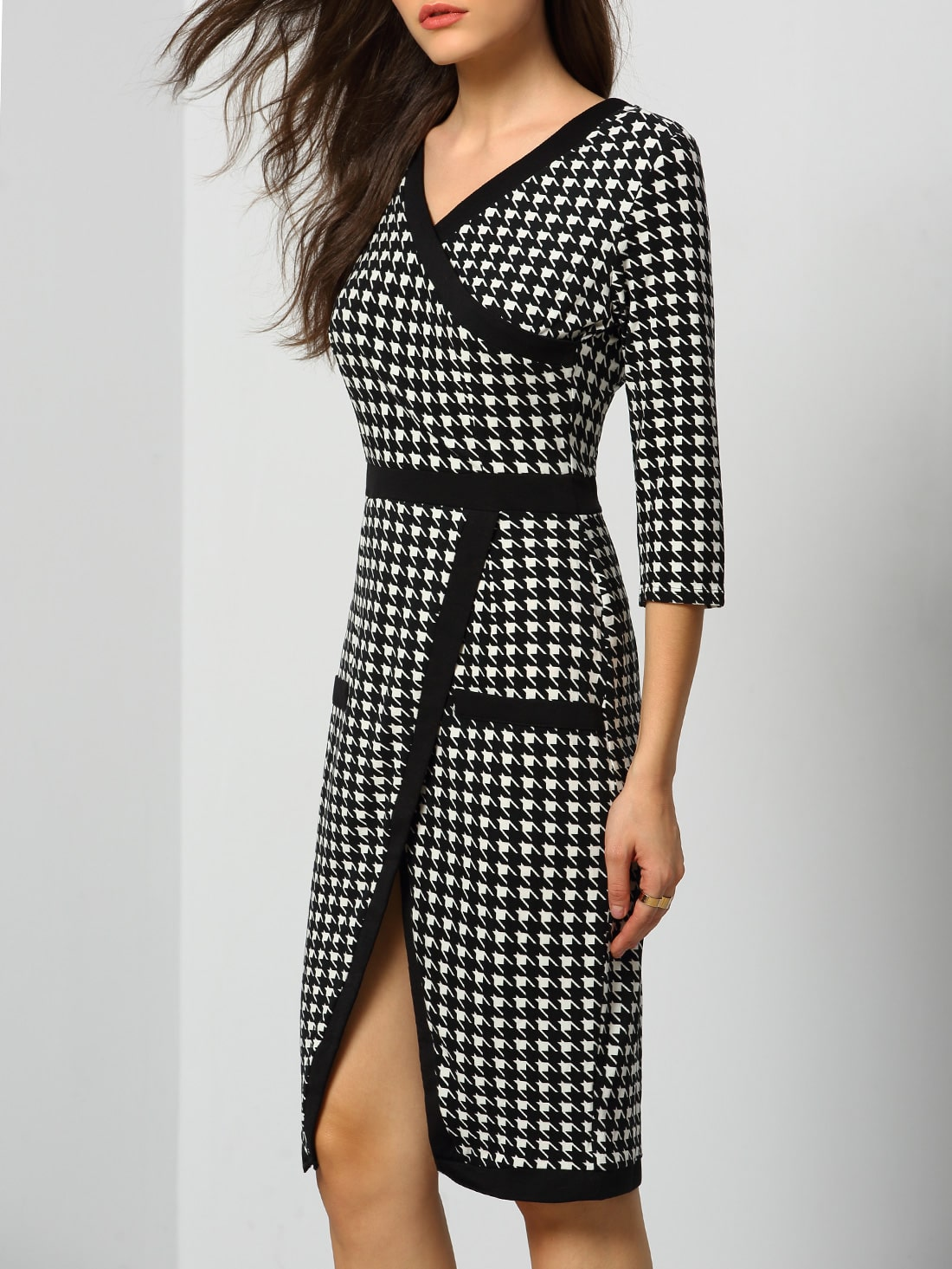 Every day and all through the night you can wear this 60s Monica Houndstooth Dress in Black and White! But it's the amazing black and white houndstooth print that gives her a typical 60s vibe. Made from a stretchy, supple supple fabric for a perfect fit and therefore a joy to wear. Create a playful sixties look by adding black accessories.