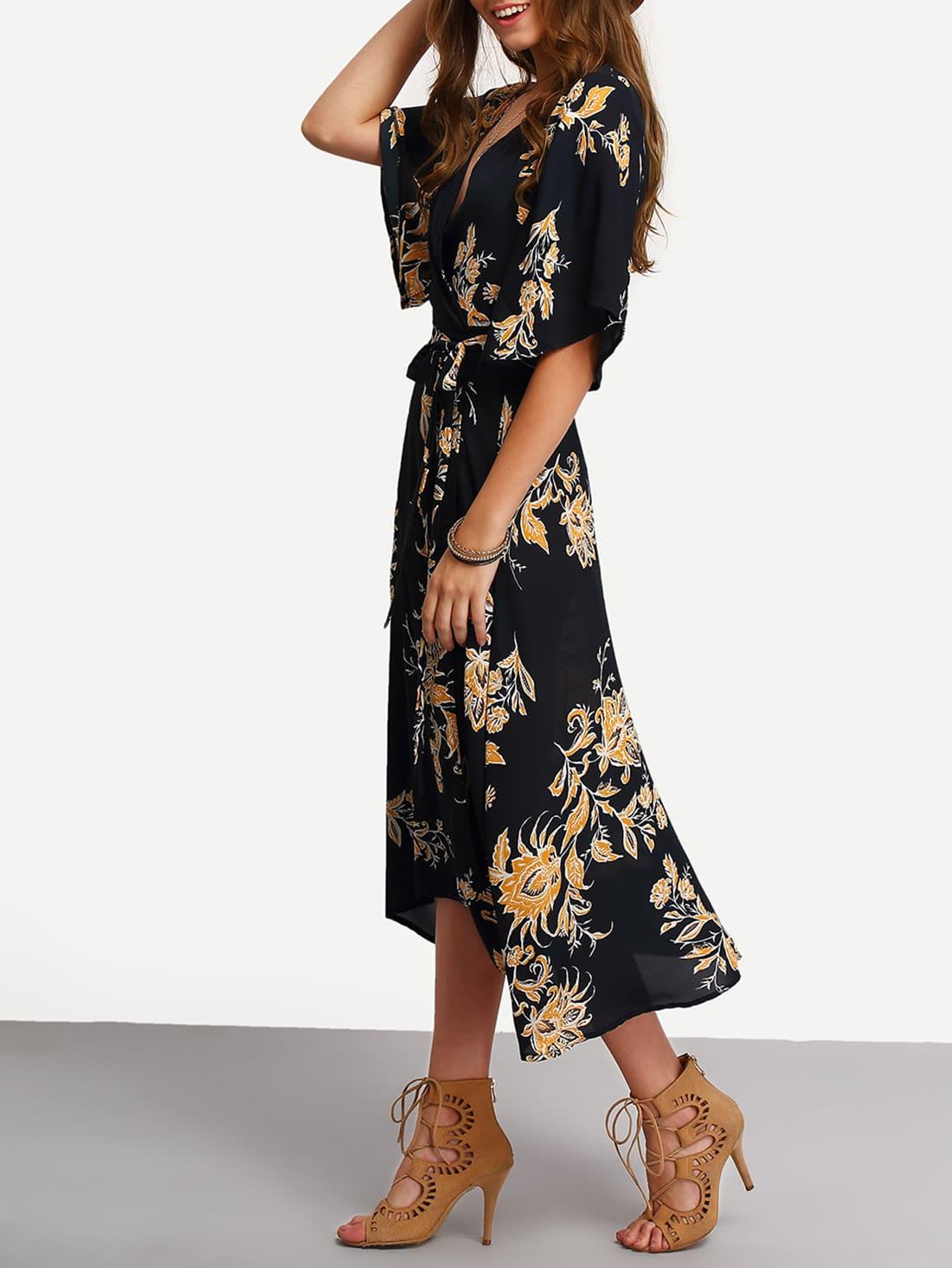 Kleid gewickelt mit VAusschnitt und Blumenmuster lässig schwarz  SHEIN