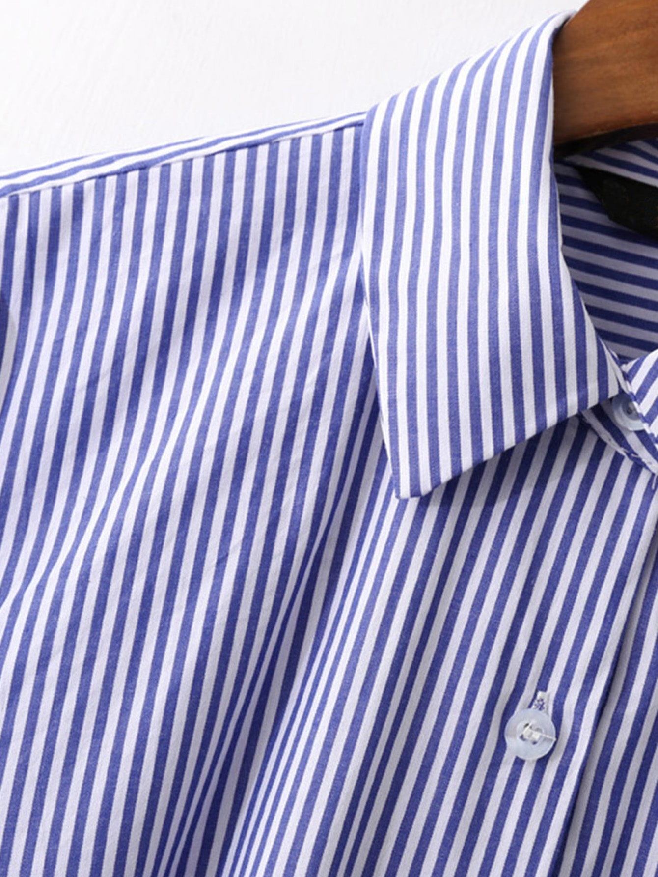 What Tie With A Blue And White Striped Shirt Kamos T Shirt