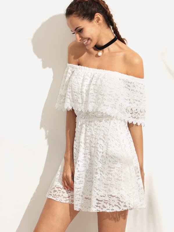 83d81e18517 Белое кружевное платье с открытыми плечами с воланами