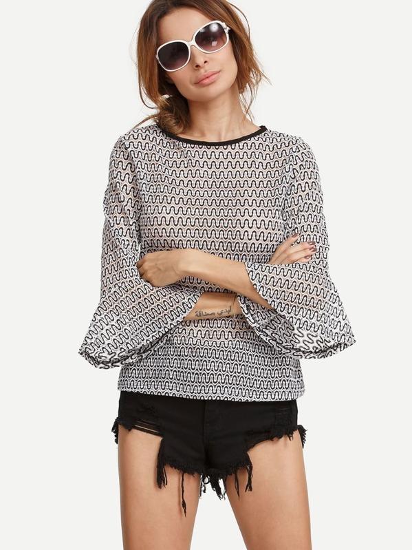 precio bajo calidad real estilo limitado Blusa estampado curva manga acampanada -negro y blanco
