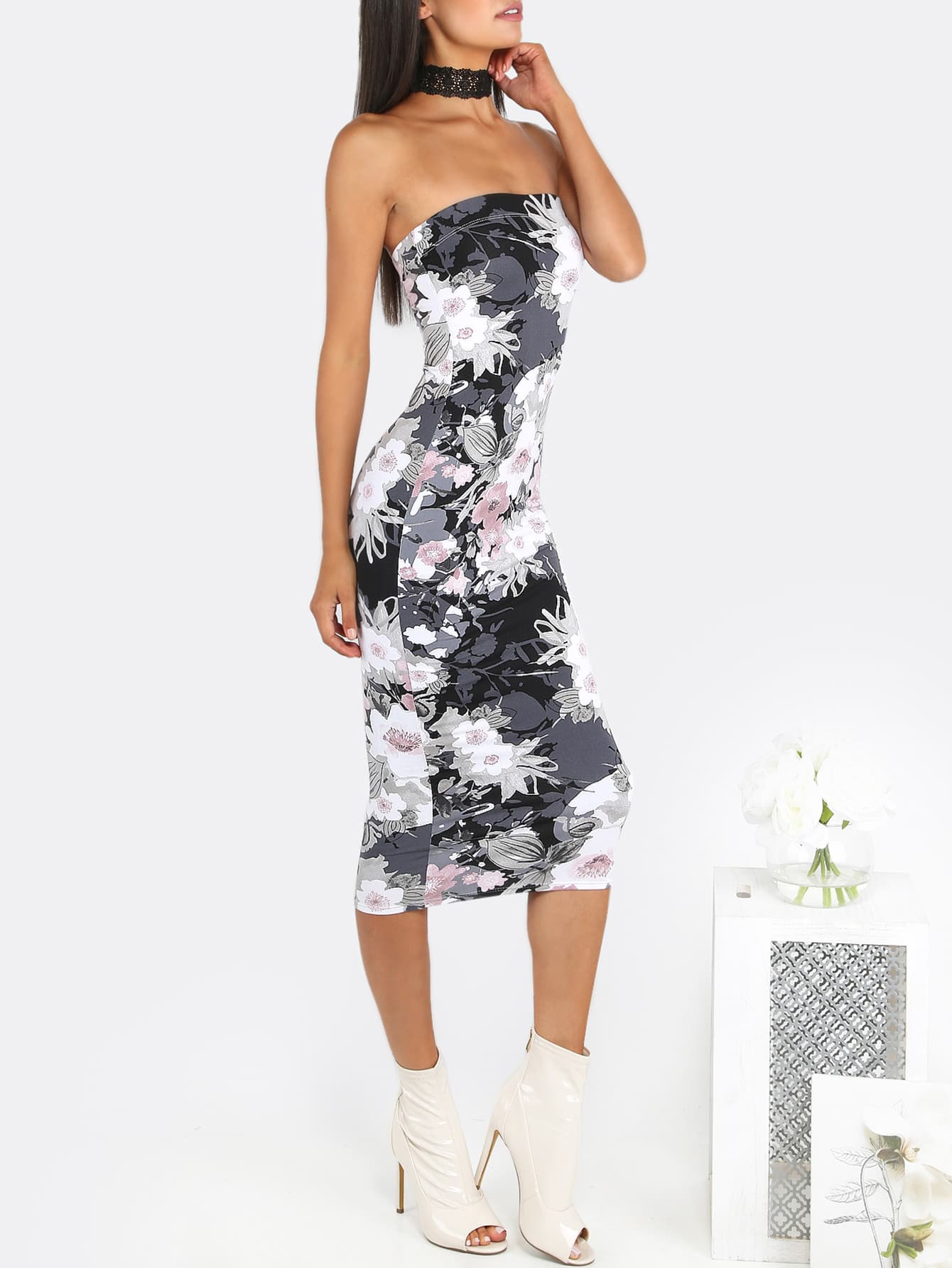 You'll also find little black dresses and formal dresses in styles like strapless, halter, off the shoulder and backless. Slip into a long sleeve black dress for those cooler evenings, or go short sleeve or sleeveless for a gorgeous summer look.