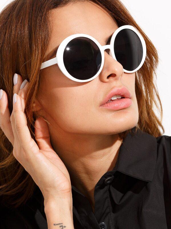 d817a758 Gafas del sol redondas con montura blanca