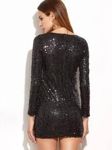 Outfit vestido negro escotado