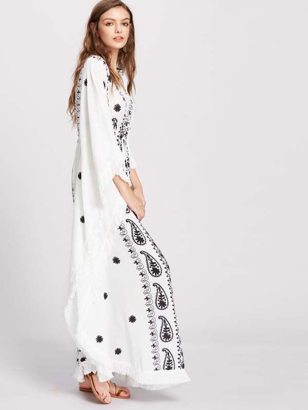 Dolman Ärmel Kleid mit Paisley-Druck trimmen und Quasten - weiß ...