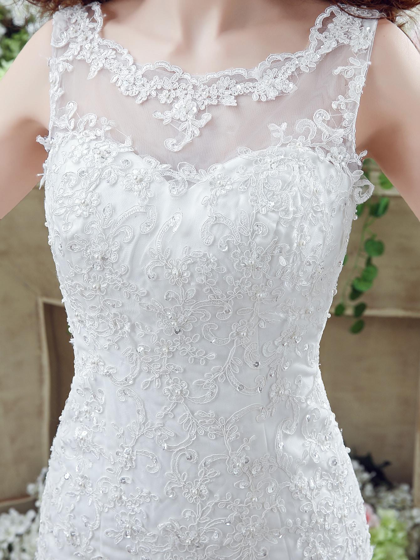 Weiße Stickerei V Zurück Ärmellose Brautkleider