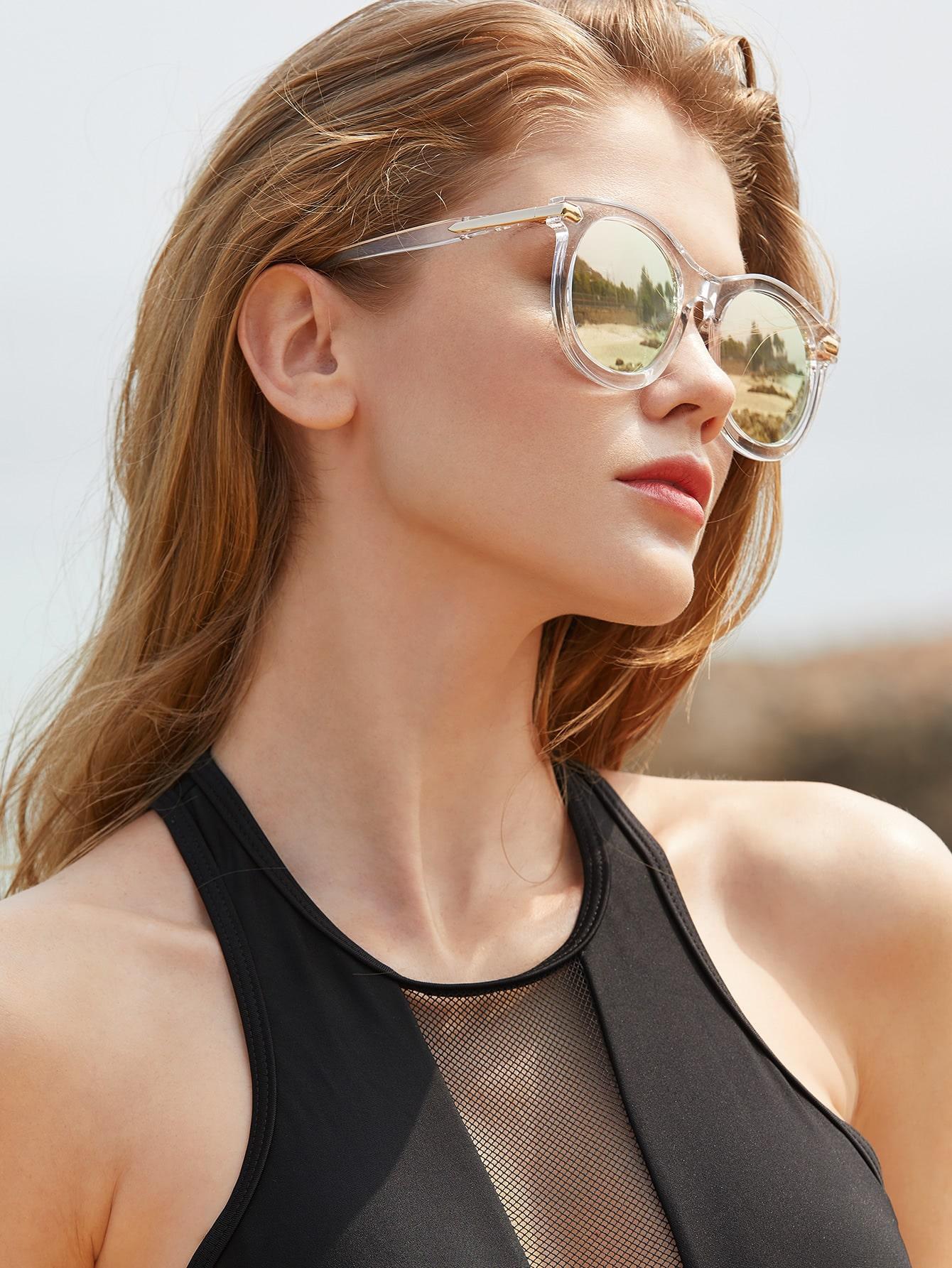 Gafas de sol con marco transparente con lentes de espejo for Espejo transparente