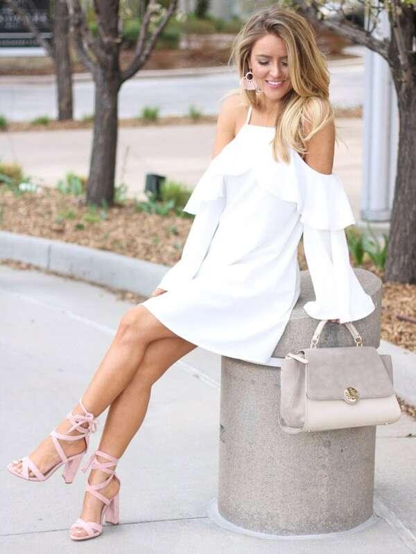 ced69c267152c5 Schulterfreies Kleid mit Trompetenhülsen und schößchem Saum | SHEIN