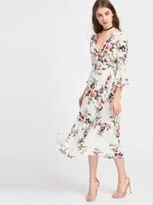 Kleid seitlicher ausschnitt