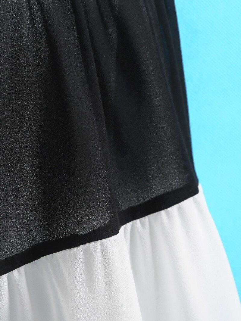 Chiffon round neck pleated black white striped sleeveless chiffon