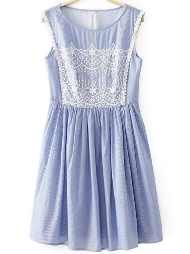 reputable site 8cd9c 66cf5 ärmelloses Kleid mit Spitze am Front, hellblau