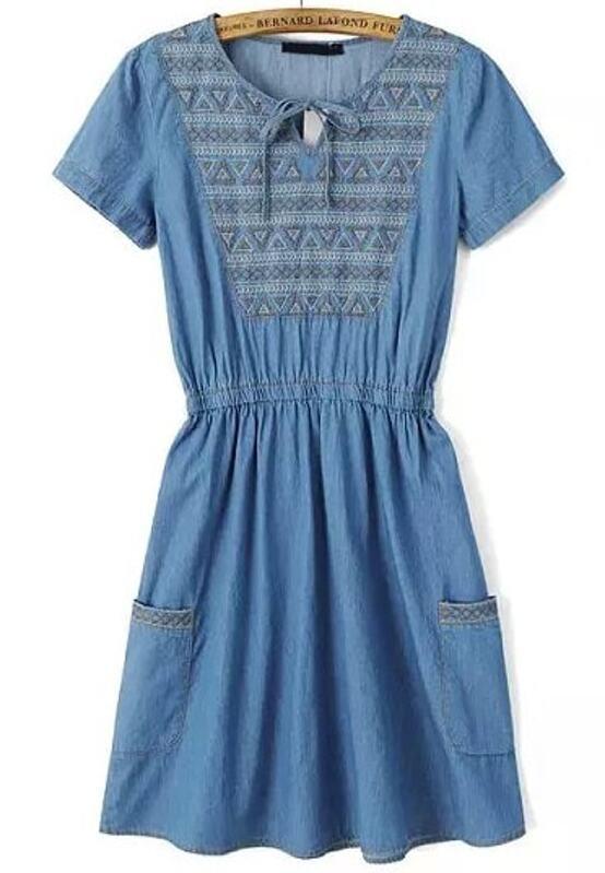 467518b89 فستان جينز مطوي مطرز أزرق قصير كم | شي إن
