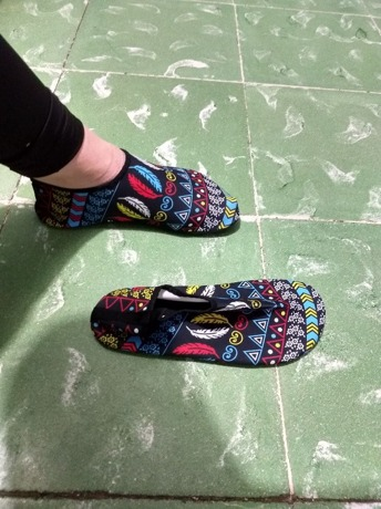 1056c0efc Zapatillas deportivas de agua slip on con estampado de pluma   SHEIN